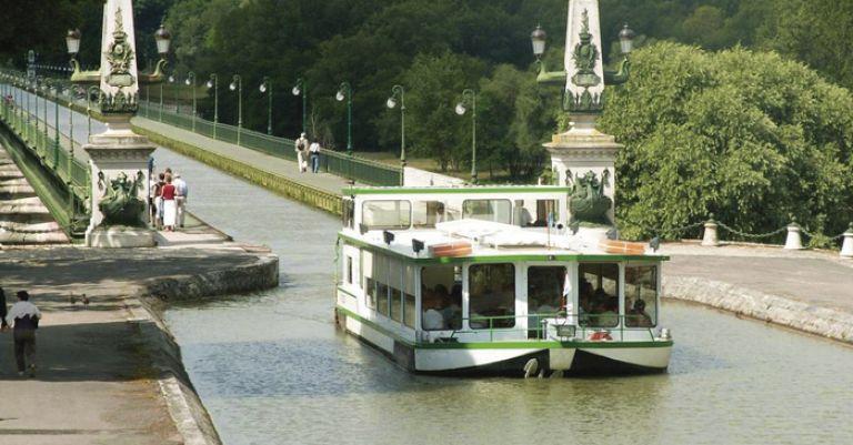 Loire & Bourgogne - Canal de Briare et Spectacle de Saint Fargeau